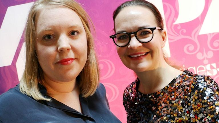 Elin Ek vikarierar för Magnus Uggla och vid sin sida har hon bästisen Elsa Gellermark som bisittare. Foto:  / Ronnie Ritterland / Sveriges Radi