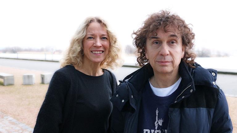 Magnus Uggla och Ylva Nilsson utanför radiohuset i Göteborg. Foto: Ronnie Ritterland / Sveriges Radio