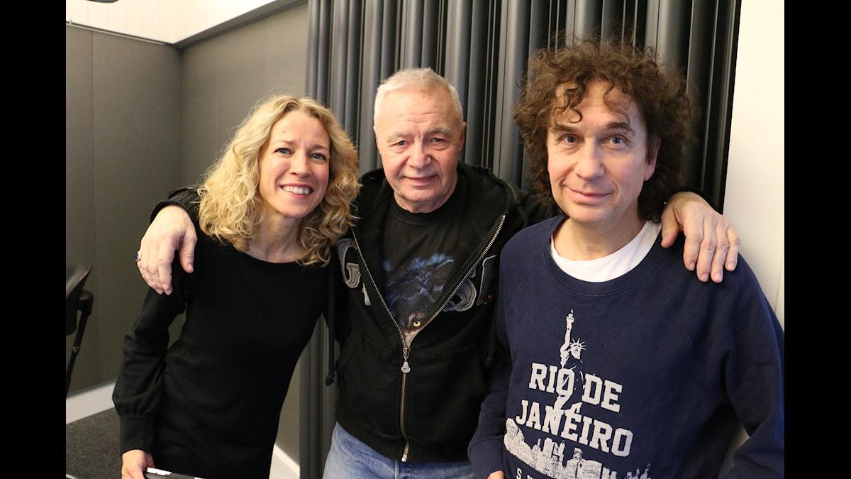 Ylva Nilsson, Jerry Williams och Magnus Uggla som idag sänder programmet från Göteborg. Foto: Ronnie Ritterland/Sveriges Radio