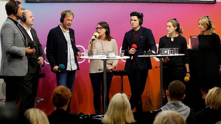 Johar Bendjelloul leder samtal med Thomas Mattsson, Stefan Eklund, Sofia Mirjamsdotter, Carl Fridh Kleberg, Karin Lindblom och Åsa Linderborg på Bokmässan i Göteborg