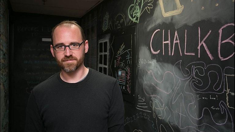 Roman Mars är programledare för designpodden 99% Invisible och gästar SR:s seminarium i Almedalen. FOTO: SR