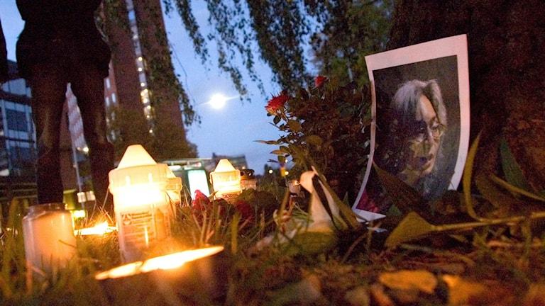 Manifestation utanför ryska ambassaden i Stockholm 2007, på ettårsdagen efter mordet på Anna Politkovskaja.