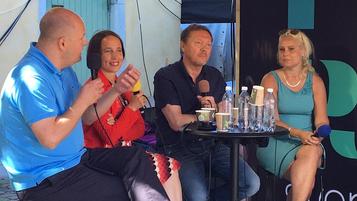 Thomas Mattsson, Pia Renquist, Björn Löfdahl och Cecilia Roos diskuterade public service och sändningstillstånden på Sveriges Radios scen i Almedalen 5 juli 2017