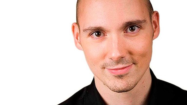 Fredrik Ralstrand, programledare för Vaken med P3 & P4 Foto:Micke Grönberg / Sveriges Radio
