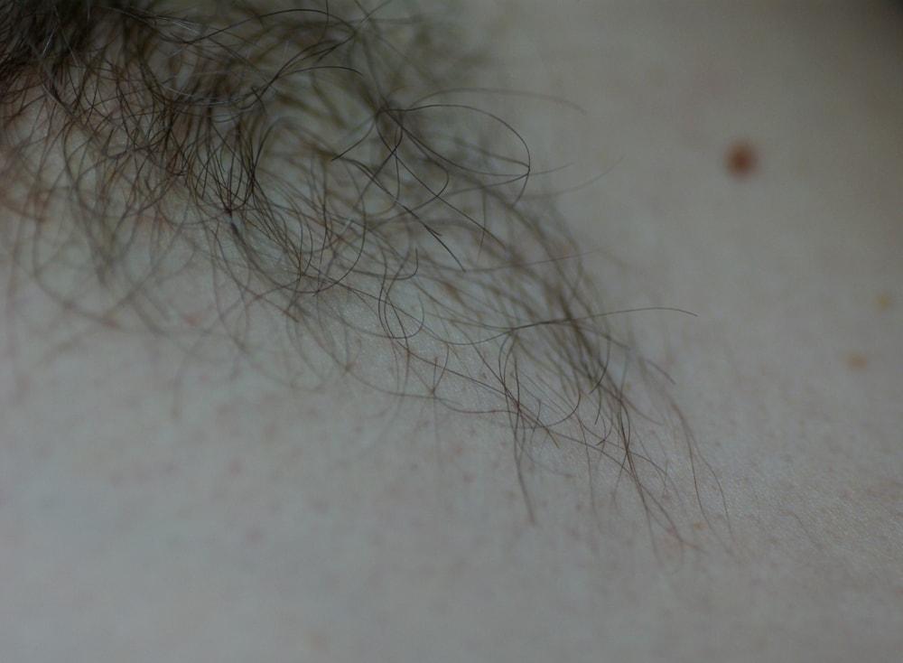 Tonåring naken i duschen