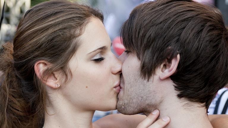 Ett hånglande par. Foto: philippe leroyer/flickr/CC BY-NC-ND 2.0