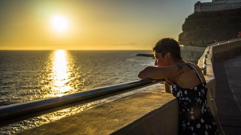 Kvinna tittar ut på vattnet. Kvinna tittar ut på vattnet. Foto: Giuseppe Milo/Flickr/CC BY-NC 2.0