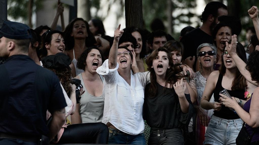 Grupp med människor. Foto: Adolfo Lujan/Flickr/CC BY-NC-ND 2.0