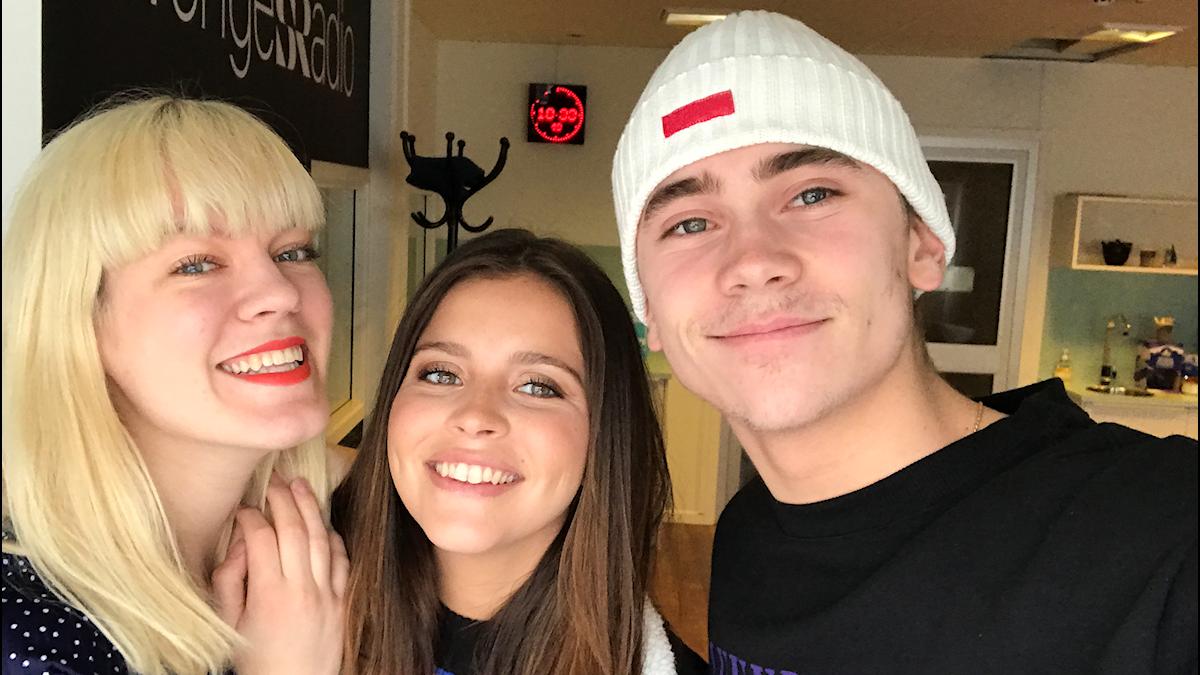 Filippa, Nicole & Felix tar en selfie.