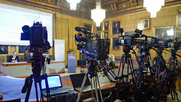 Cameras set up for a press conference about the nobel price announcement. Photo: Bertil Ericson/TT.