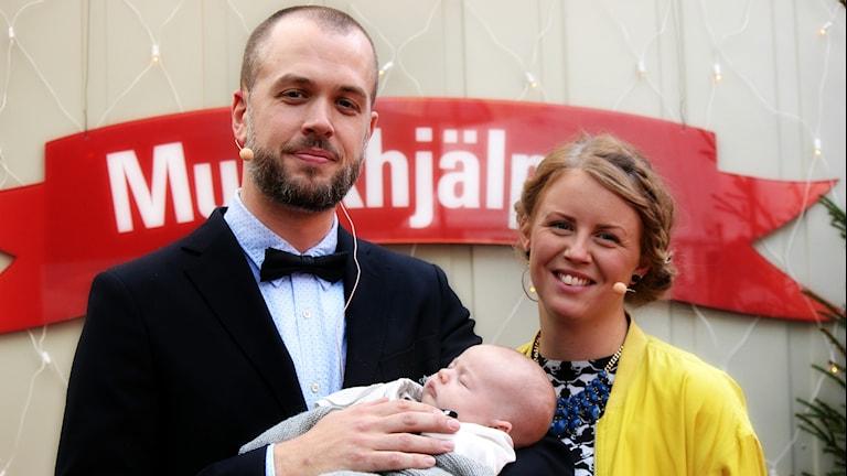 Emil och Karolina gifter sig i Musikhjälpen 2014