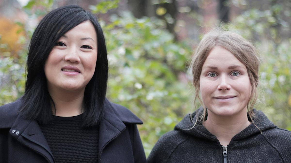Programledarna för Musikhjälpenpodden: Sandra Duong och Karin Gyllenklev