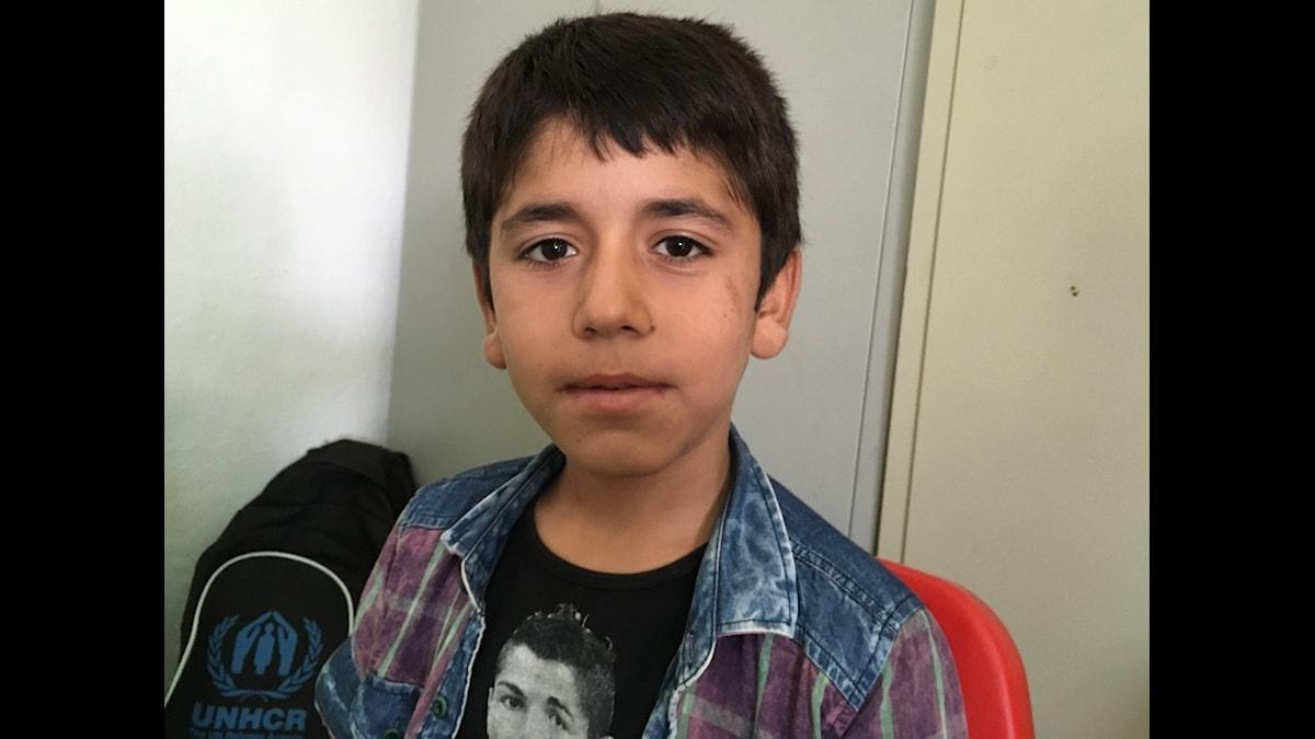 Diyar, 11 år, har äntligen fått börja skolan på ett flyktingläger.