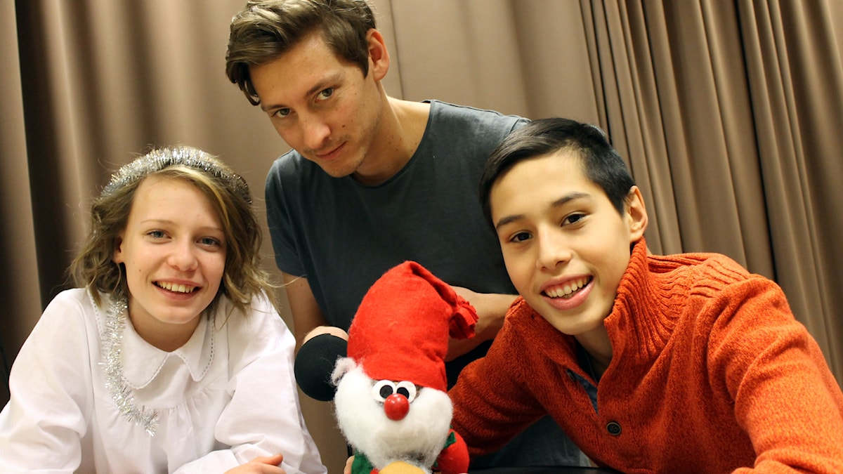 Emma, Kim, Mohammad och en kotte. Foto: Niclas Albertsson/Sveriges Radio