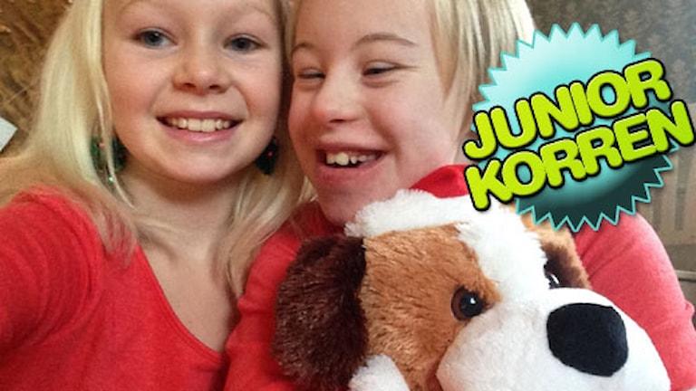 Juniorkorren Nathea Anemyr med systern Noelle Anemyr. Foto: Privat