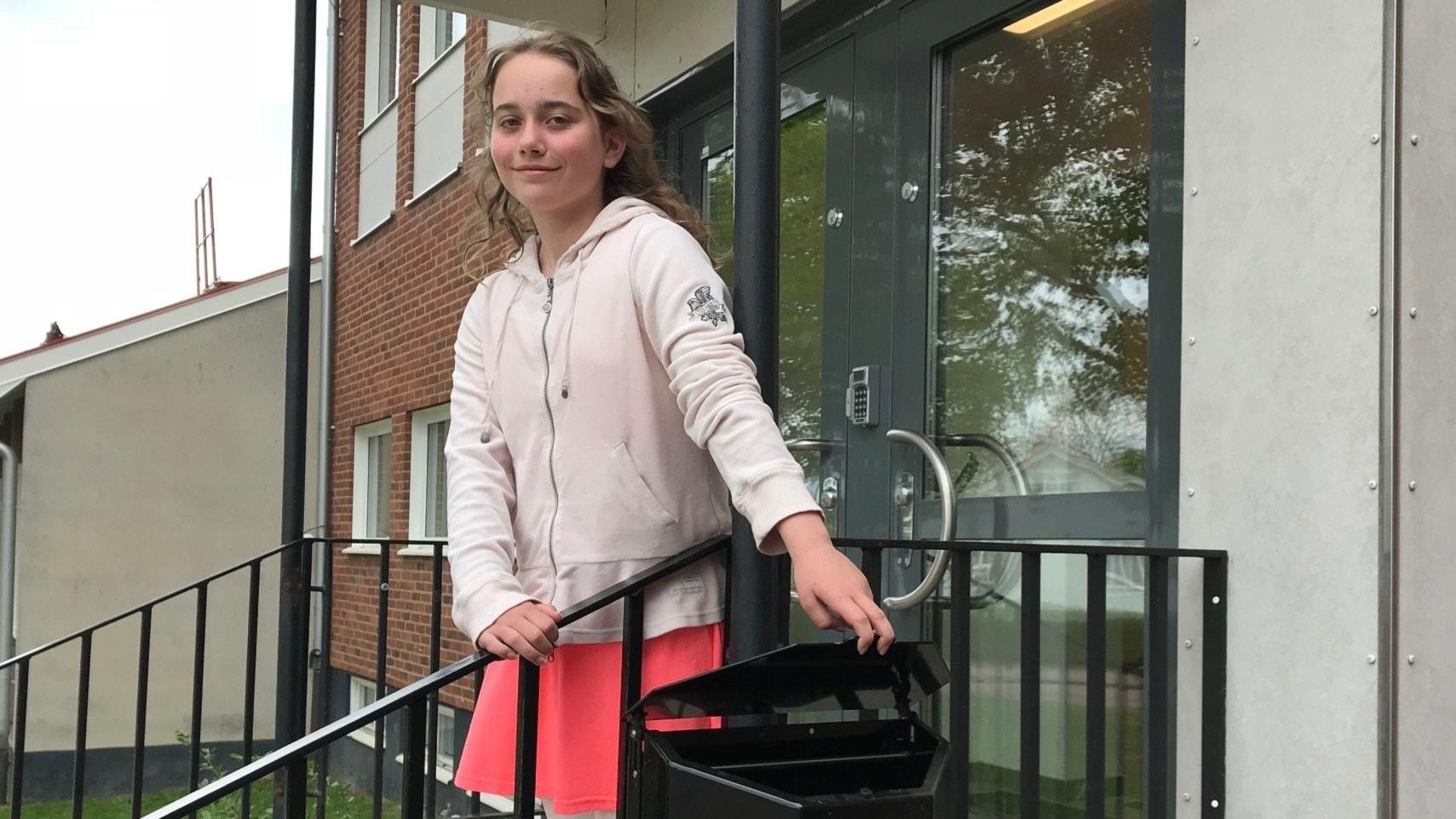 10-åriga Julia plockar skräp tillsammans med en miljon andra barn