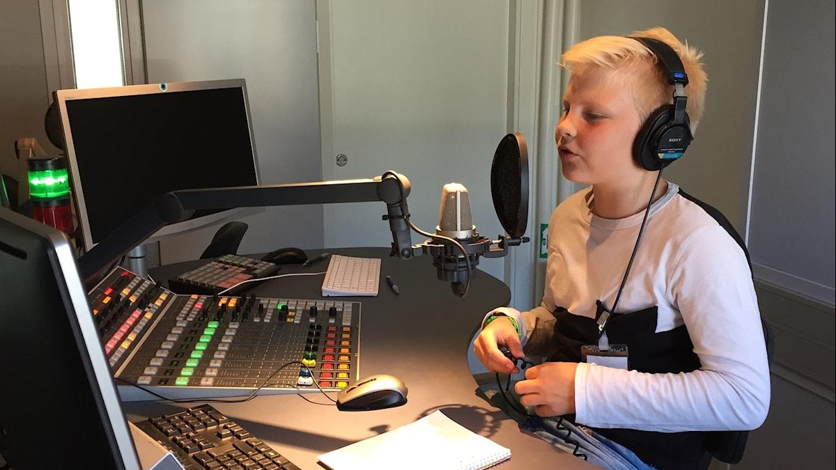 Lauri Ojala studiossa.