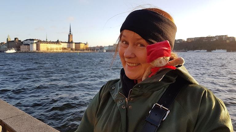 Katja Aiha ja Kissa veden äärellä Tukholmassa
