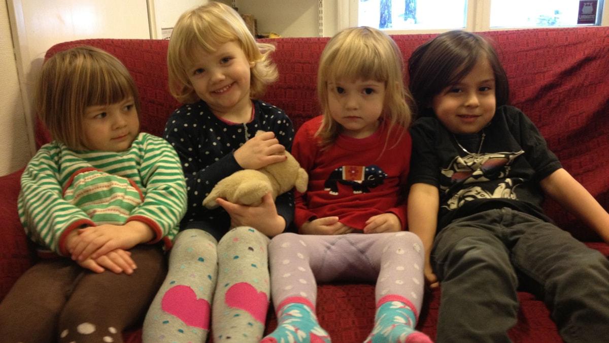 Kuvassa vasemmalta Eira, Elin, Ellen ja Cristiano.