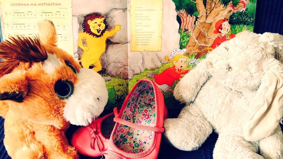 Musiikin ja leijonanmetsästystä, pupu kainalossa ja ballerinat jalassa.