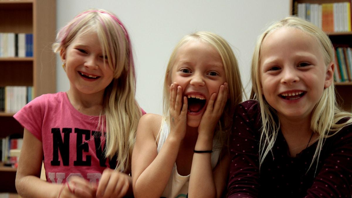 Kuvassa nauravat tytöt Linn, Shanelle ja Isabella.