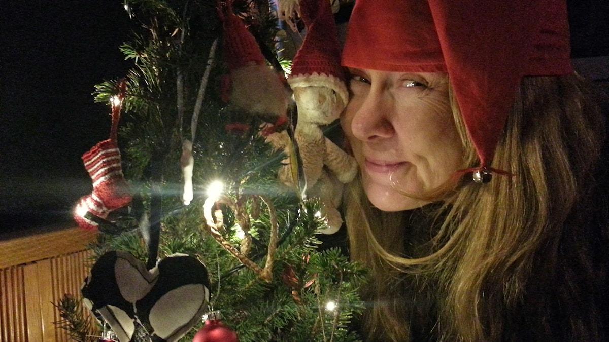 Katja ja kissa joulutunnelmissa.