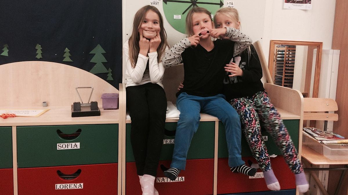 Sofia, Viktoria ja Shanelle. Kuva: Kai Rauhansalo.