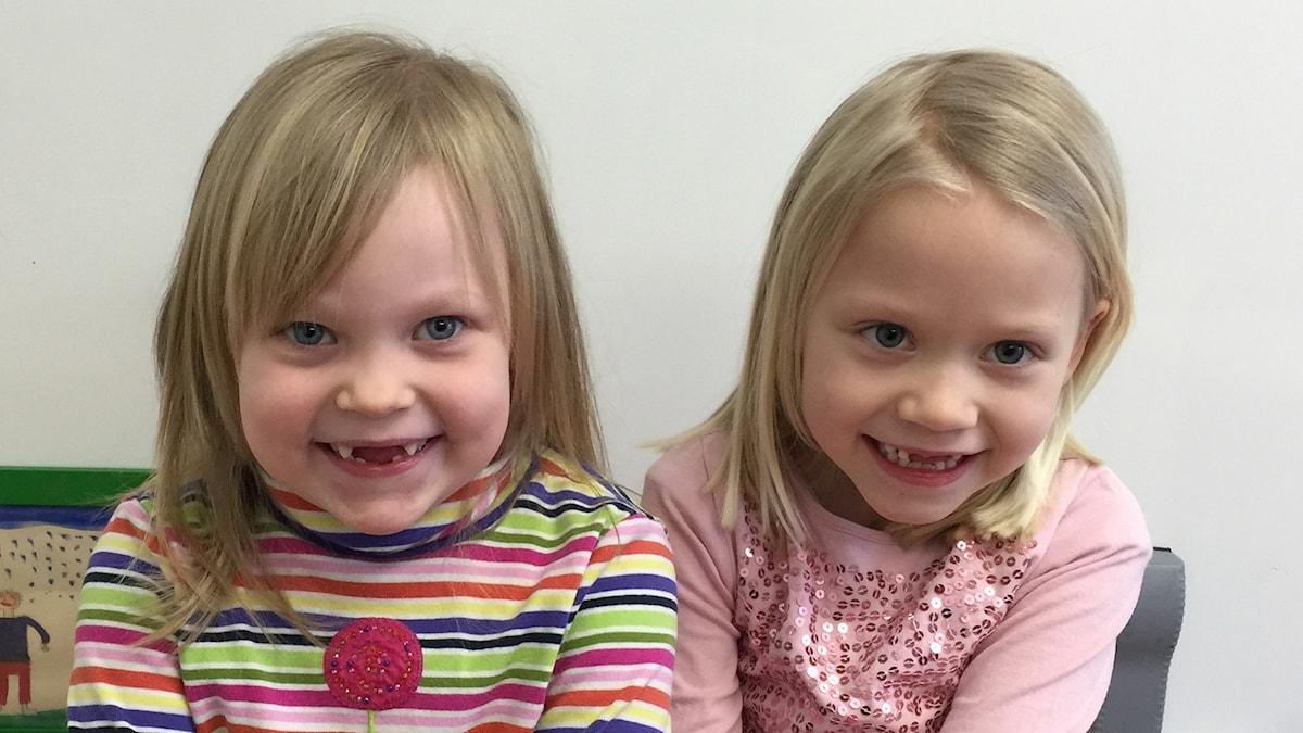 Kuvassa viisivuotiaat Leah ja Meia.