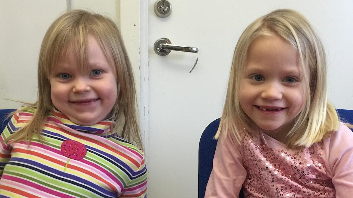 Kuvassa 5-vuotiaat Leah ja Meia