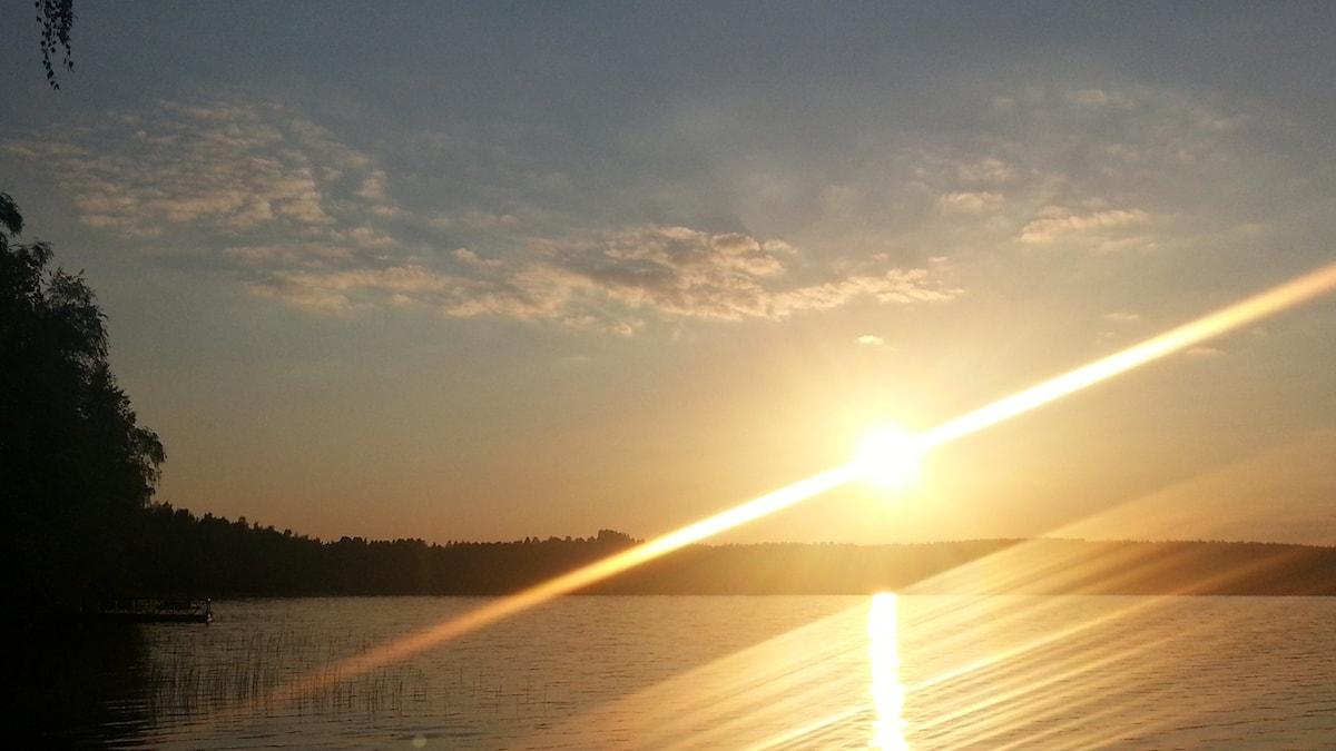 Auringonlasku Syntymäisen rannalla, Lemillä.