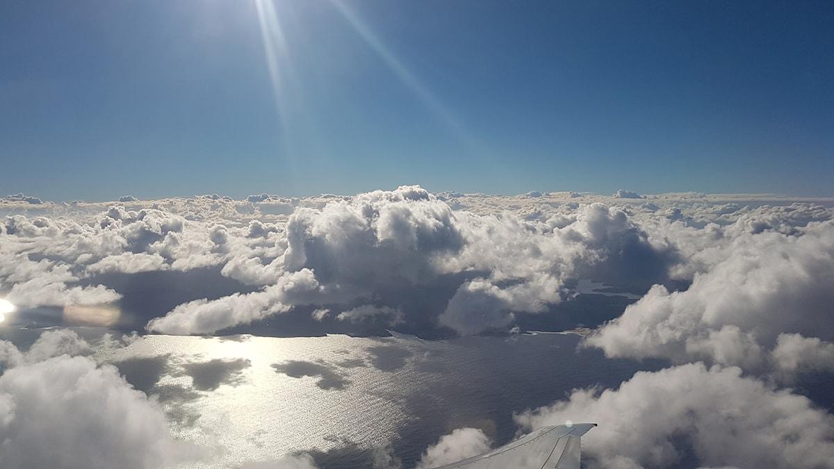 Maisema lentokoneen ikkunasta
