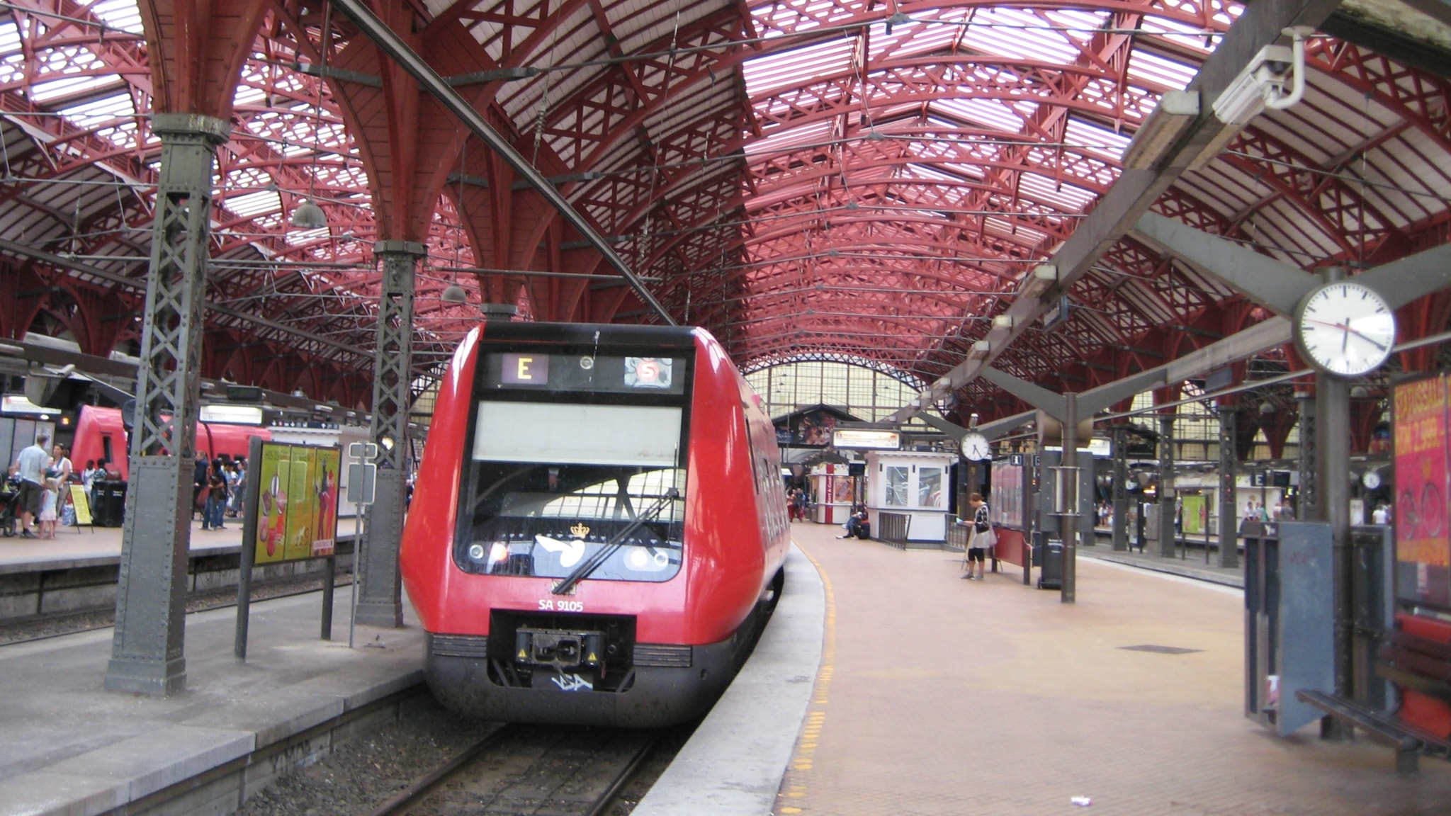 Juna rautatieasemalla