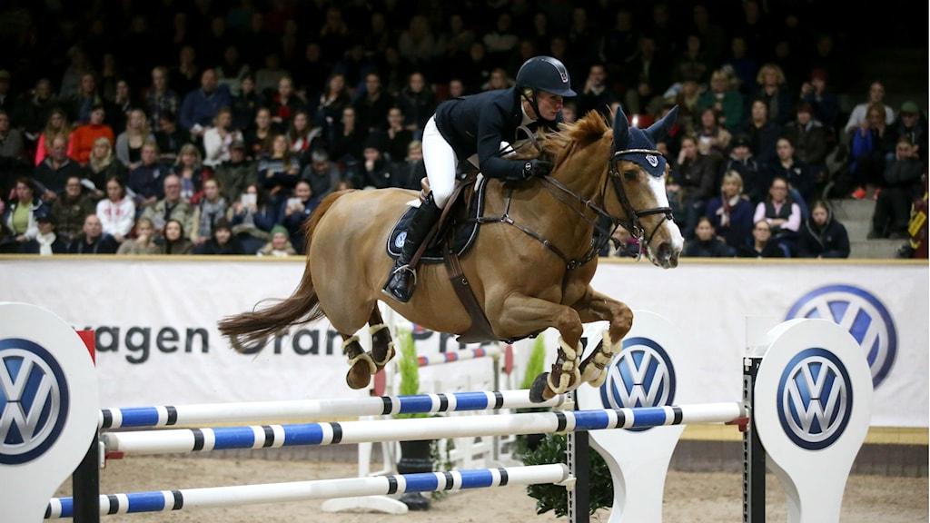 Hoppryttaren Angelica Augustsson kommer till Sweden International Horse Show, som hoppas slå sitt publikrekord på 77 000 besökare. Foto: Roland Thunholm.