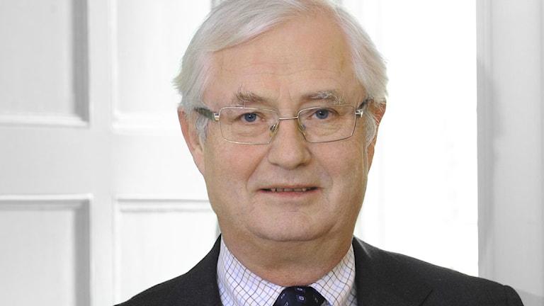 Sverker Martin-Löf tvingas bort från sina uppdrag efter den senaste tidens granskningar.
