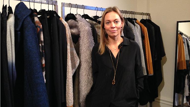 Karin Söderlind är en av grundarna till modemärket House of Dagmar. Här står hon i sitt showroom i centrala Stockholm.