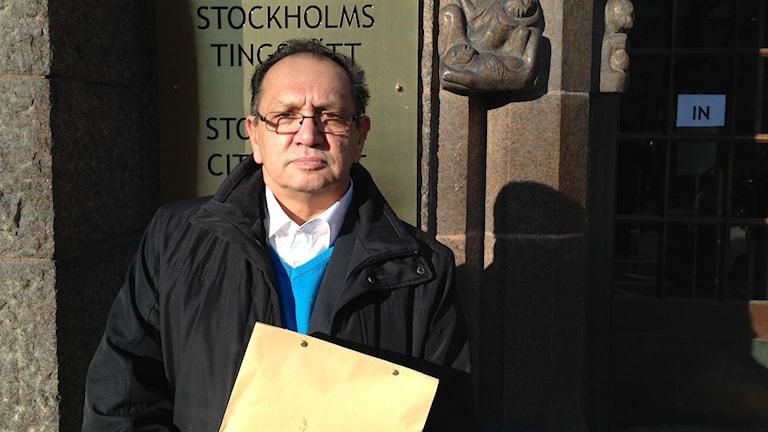 Fred Taikon vill få svar på varför han registrerades i romregistret. Foto: Isabelle Swahn/Sveriges Radio.