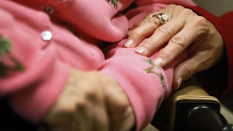 Många demenssjuka med utländsk bakgrund vill ha vård på sitt modersmål. Foto: TT/Charles Dharapak