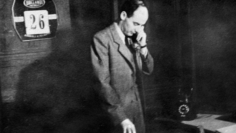 Raoul Wallenberg  svensk diplomat, på sitt kontor på svenska legationen i Budapest Foto: Pressens Bild/TT