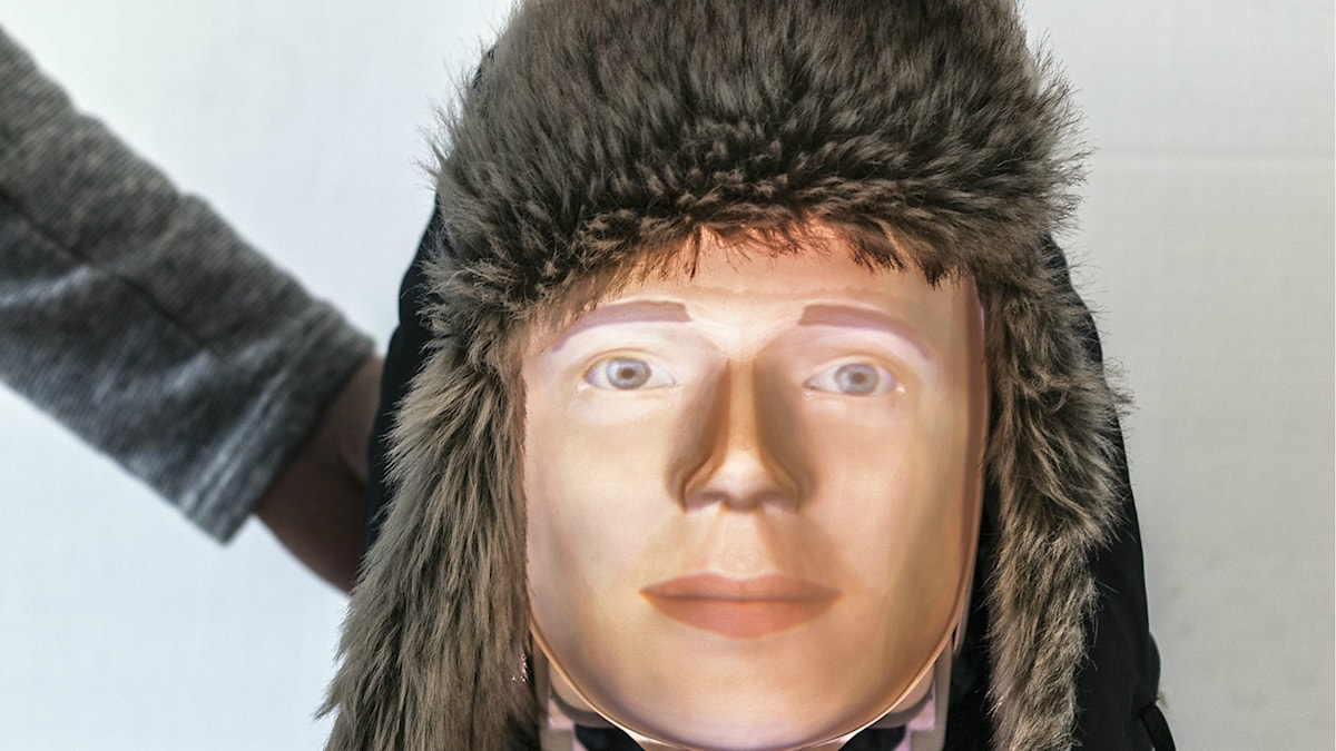 Roboten Furhat. Han har ett konstgjort ansikte och en pälsmössa på sig.  Foto: Anna Gerdén/Tekniska Museet.