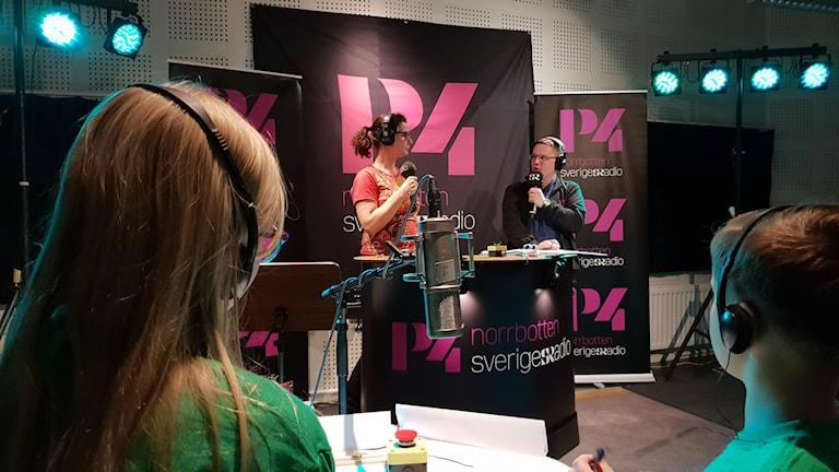 Programeldaren Anna Lidé och domaren André Pettersson.