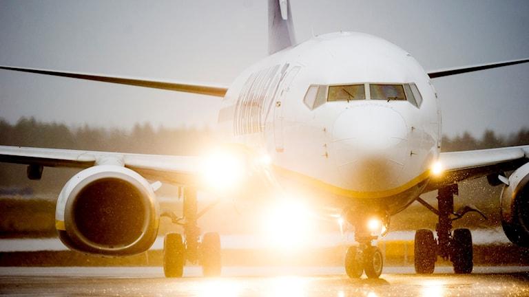 Flygplan på startbanan
