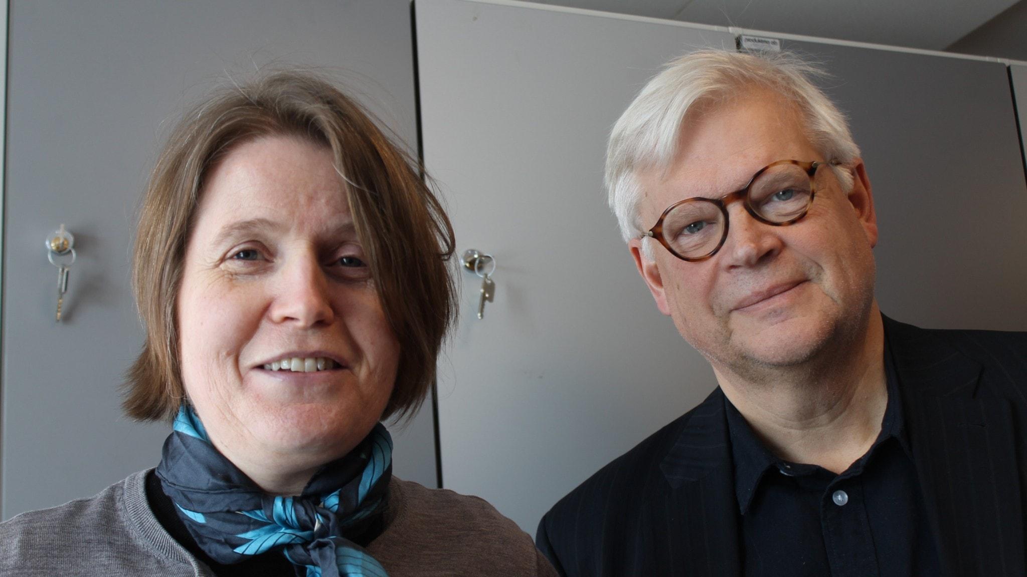 Louise Epstein och Thomas Nordegren blickar in i kameran och ler.