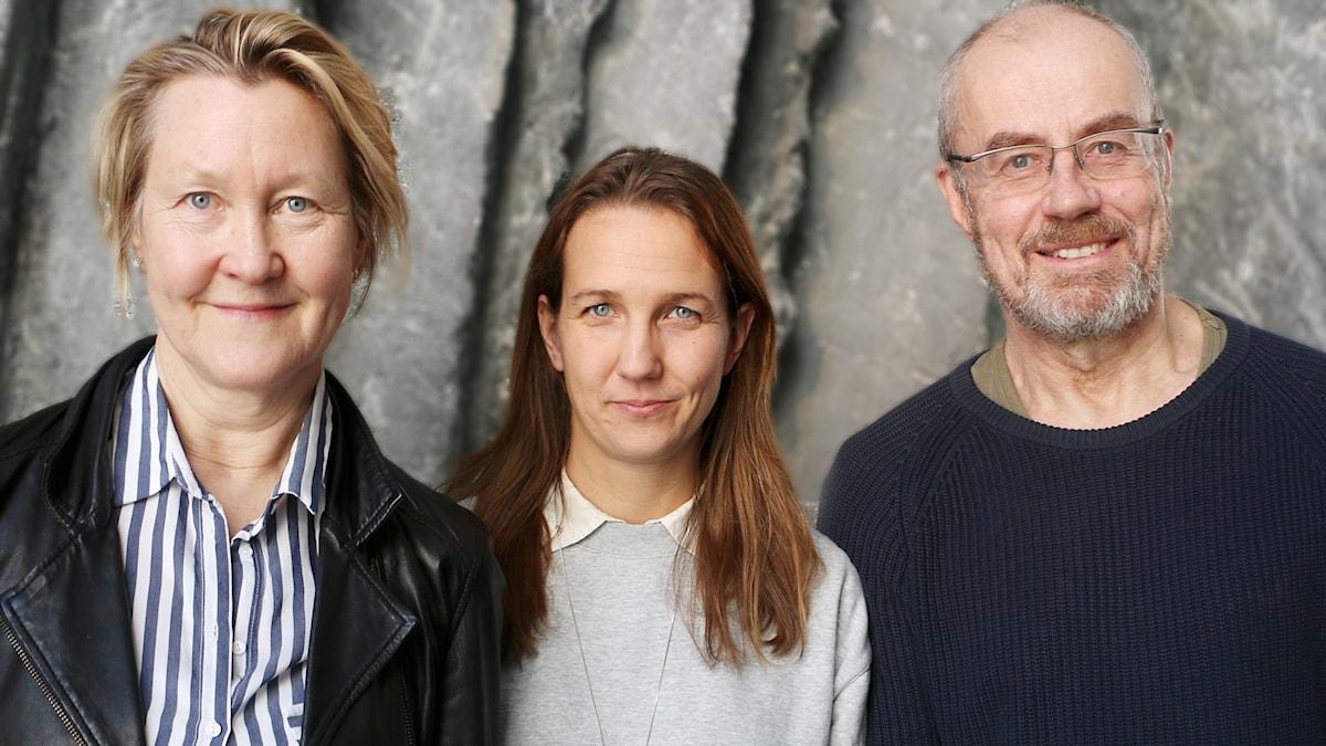 Skådespelarna Lennart Jähkel och Cecilia Nilsson kommer till studion och spelar upp grälscener ur Århundradets kärlekskrig av Ebba Witt Brattström. Gästar gör också pjäsens regissör Nora Nilsson.