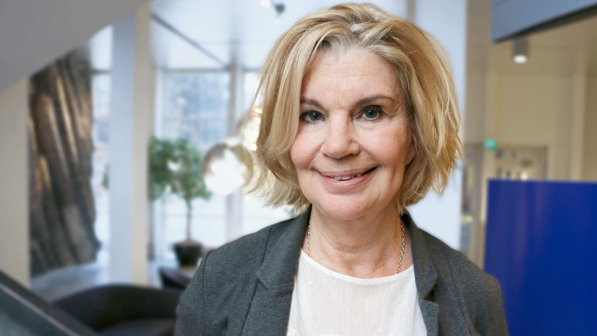 Malena Ivarsson, sexolog ler in i kameran.