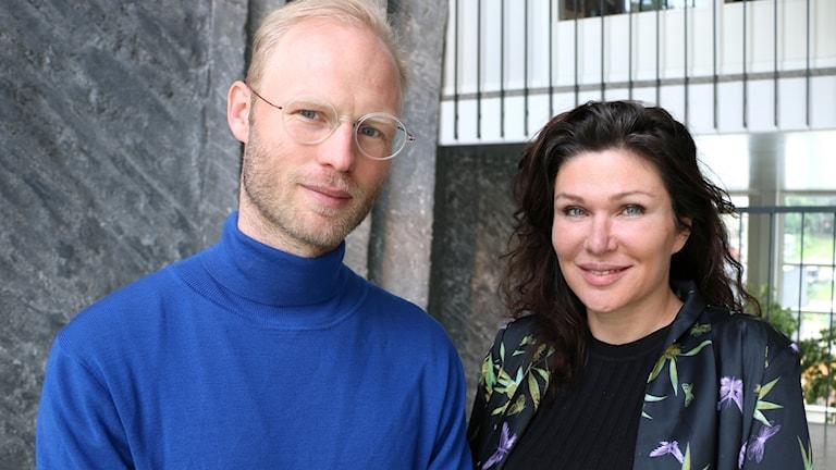 Porträttbild på psykologen Oskar Henrikson och företagsledaren Dominika Peczynski.