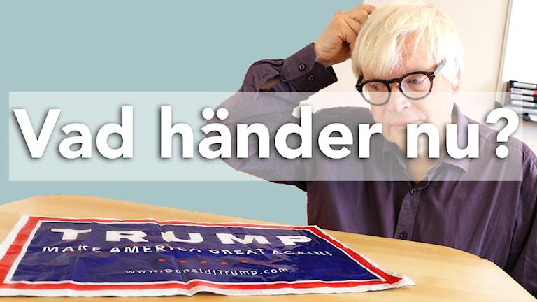Thomas Nordegren kliar sig i huvudet och tittar på Donald Trumps valaffisch som ligger på ett bord framför honom.