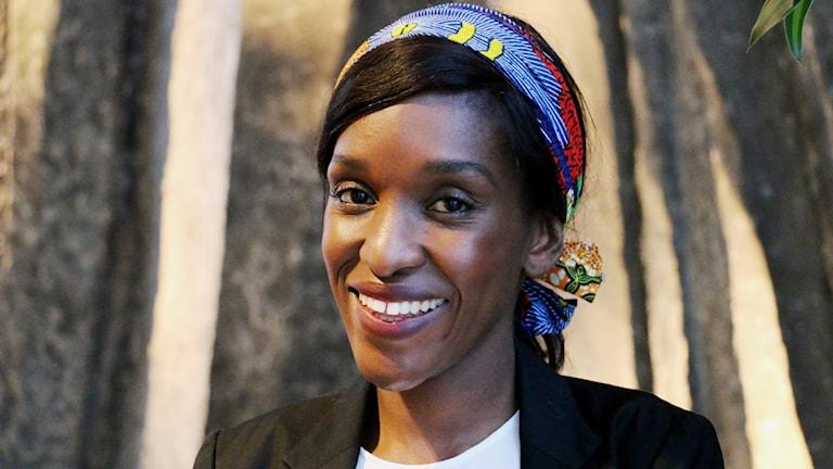 Zoë Mutami, svensk-zimbabwier som vuxit upp i Zimbabwe och idag jobbar som kommunikationschef på ett försäkringsbolag i Sverige.