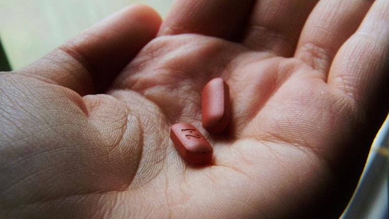 En hand som håller i piller.  Foto: Martinak15/Flickr/http://bit.ly/1H8YRMd/CC BY 2.0