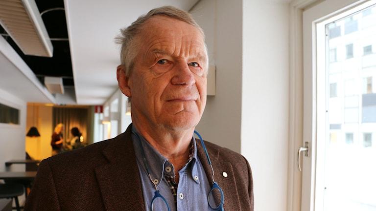 Ulf Henricsson har medlat både på krigets Balkan och bland mellan grannar i TV3s Grannfejden. Foto: Ronnie Ritterland / Sveriges Radio