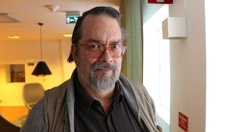 """Jan Bergman är författare till """"Sekreterarklubben"""" - berättelsen om de kvinnliga agenterna på C-byrån under andra världskriget. Foto: Ronnie Ritterland / Sveriges Radio"""